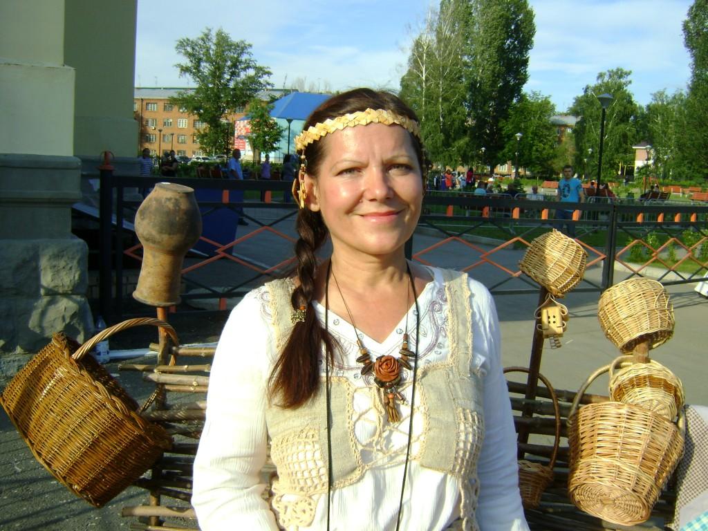 Г.В. Евдокимова - настоящая искусница в плетении из бересты