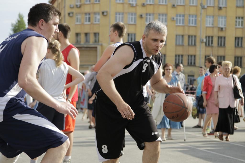 Стритбол. В атаке Павел Кургаев(1)