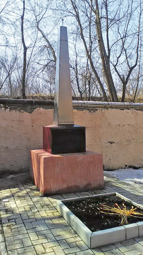 Памятник работникам завода